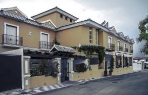 albenzaire-hotel-restaurante-asador-fachada-1