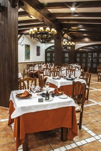albenzaire-restaurante-asador-comedor-1