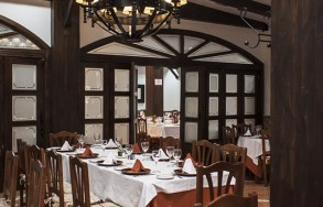 albenzaire-restaurante-asador-comedor-2